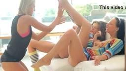 Novinhas dando prazer