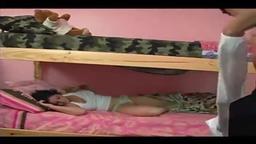 Irmã dormindo fodida à força no beliche por irmão
