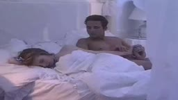 Cara safado comeu a loirinha novinha na cama dormindo