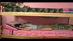 Irmão estuprando sua irmã gostosa peituda dormindo no beliche - videopitaria.com