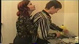 Mamãe russa fodendo com filho na cozinha no incesto amador