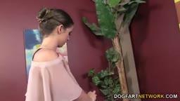 Novinha gritando com pau do negão gigante arregaçando sua bucetinha