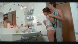 Ninfeta linda russa magrinha fodendo no banheiro