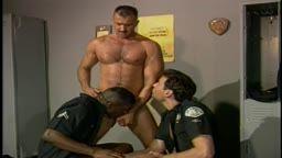 Foda quente com policiais gays transando