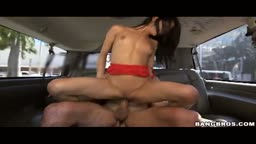 Gozando na boca de Veronica Rodriguez no carro