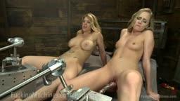 Garotas tendo orgasmos com máquina do sexo