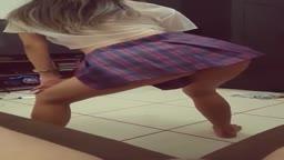 Adolescente dança funk sem calcinha na rola em porno amador