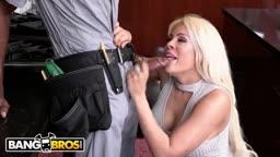 Encanador negão de pau grande comendo dona de casa loira