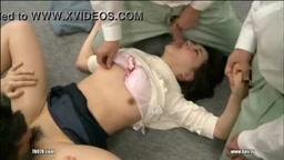 Garota japonesa estuprada por seus colegas de trabalho dormindo