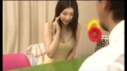 Pegou japonesinha dormindo e fodeu muito com ela