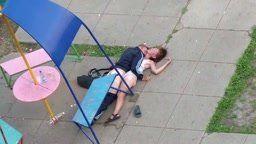 Bebada na rua sendo fodida