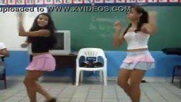 Minha escola com alunas dançando sensualmente