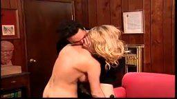 Taylor dando duro sua buceta em  seu trabalho