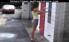 Caiu na net vadia se masturbando no carro