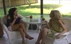 Arianna à Barbara fazendo muito sexo em trio