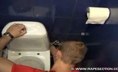 Forçada no banheiro