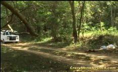 Peituda loira salva por kid bengala na estrada