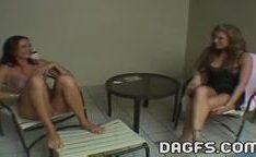 Trio de garotas fazendo sexo na varanda