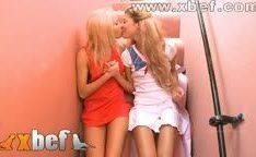 Novinhas lésbicas de 18 anos se acariciando