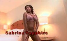 Sabrina Sapphire enfrentando negro bem dotado