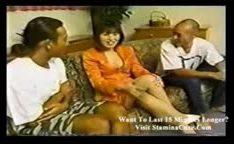 Sexo asiático com gozadas na buceta cabeluda