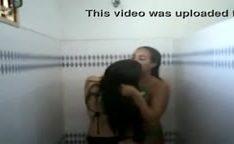 Novinhas venezuelanas no banheiro se pegando