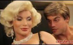 Loira peituda estrela pornô Diamante Foxx em paródia