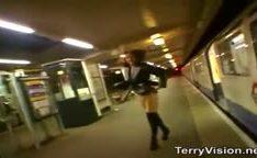 Exibicionistas safadas na webcam dentro de transportes publicos