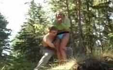 Casal russo jovem fodendo dentro do rio