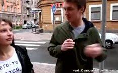 Sexo casual com uma novinha linda que conheceu na rua
