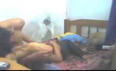 Caiu na net indianos amadores fodendo na cama