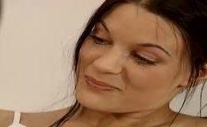 Garota alemã depilando sua xoxota e fodendo