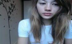 Novinha linda com cara de anjo dando show na webcam
