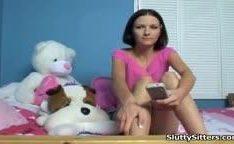 Ninfeta flagada assistindo porno