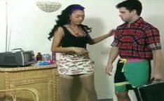 Charmaine Sinclair de eletricista fodendo Deborah Wells em porno classico