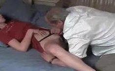 Avô flagou sua nega se masturbando e fodeu ela