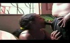 Empregada domestica pagando o taxista com boquete gostoso