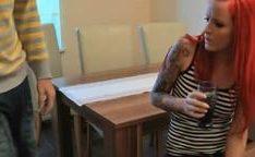 Fodendo com a namorada Alema em cima da mesa