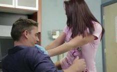 Fodendo cu da gostosa enfermeira do banco de esperma