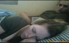 Gozando gostoso na cara da minha namorada dormindo