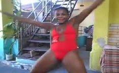 Negra bunduda amadora gostosa dançando funk