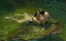 Paolla Oliveira atriz nua no lago em novela