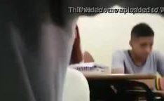 Punheta e mamada em sala de aula
