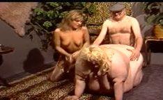 Velhinho comendo uma gorda gigante alemã