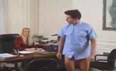 Secretária loira em porno antigo na foda anal