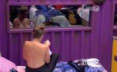 Flagra de Ana Paula do BBB16 pagando peitinhos
