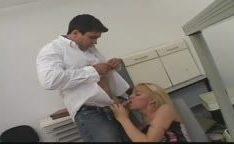 Dentista dotado fodendo travesti loira brasileira