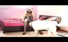 Cachorro engatando na sua dona puta