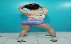 Novinha rebolando o bumbum