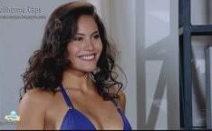 Atriz Ana Carolina Dias de bikini